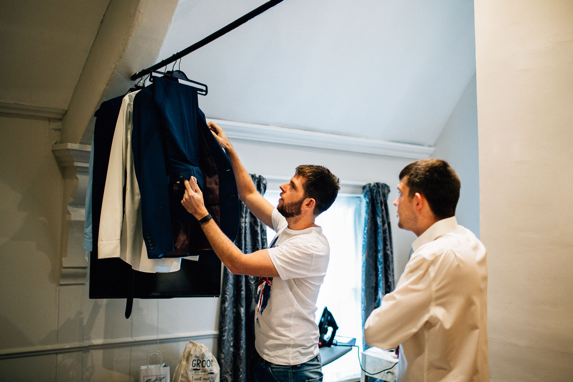 Sandon hall wedding photographer julia marcus7 for Wedding photographer clothes